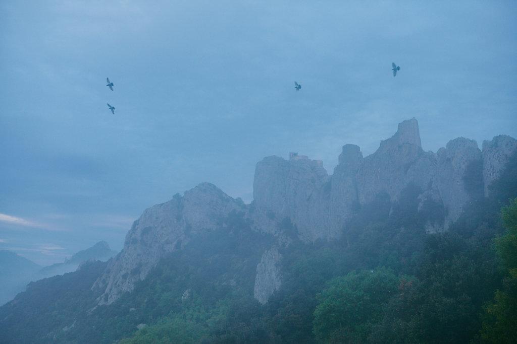 Peyrepertuse, une « pierre percée » entre ciel et terre